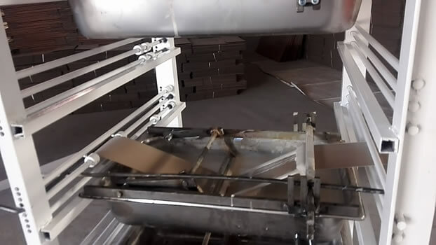 Spiral tube making machine paper gluing